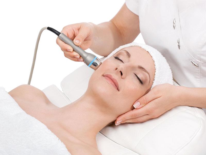 Gesichtsbehandlungen mit hochfrequentem Ultraschall